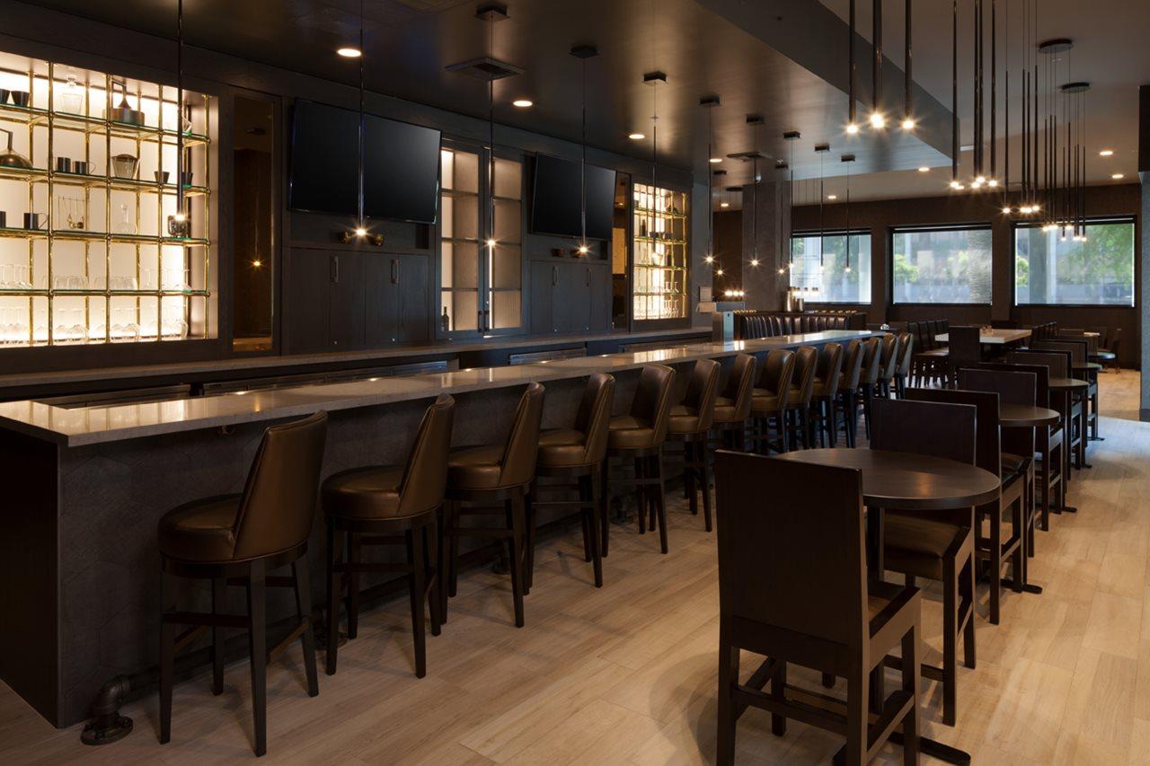 Waypoint Kitchen Bar H Hotel Curio By Hilton